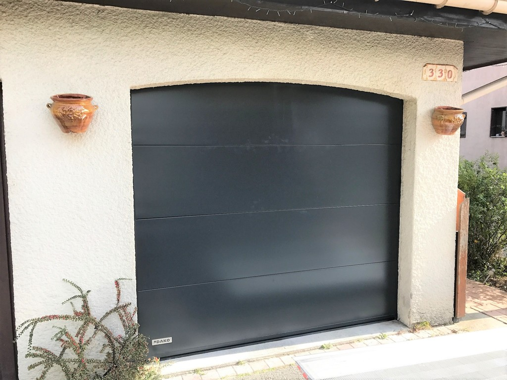 porte garage pg 7016 anthracite sectionnelle cintree.JPG